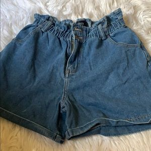 Ruffled jean shorts
